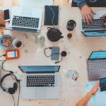 Zatrudniać czy outsourcingować specjalistów IT?