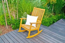 Krzesła ogrodowe. Ponadczasowa drewniana klasyka